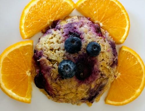bowl cake. desayuno de avena con plátano y arándanos.