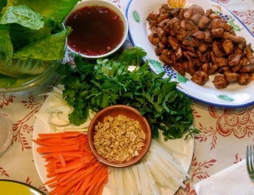 Rollitos de lechuga con pollo estilo Thai